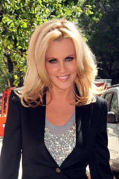 Jenny McCarthys blonde, layered hairstyle ~ I like her layers! Blonde Layered Hair, Layered Hairstyle, Cute Hairstyles, Straight Hairstyles, Jenny Mccarthy, Celebs, Celebrities, Great Hair, Hair Dos