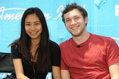 """Who is going to be crowned """"American Idol"""" Season 11 - Jessica Sanchez or Phillip Phillips? Vote now!"""