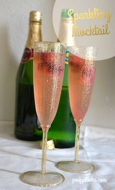 Simple Sparkling Raspberry Mocktail - a great drink to toast the New Year with! #newyears