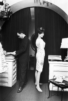 I love her expression...  Jean-Luc Godard and Anna Karina, C.1960's    ♥ ♥ ♥
