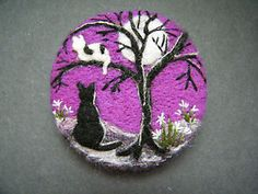 Handmade needle felted brooch/Gift ' Come down, Kitt! ' by Tracey Dunn Fleece Crafts, Felted Wool Crafts, Wool Applique Patterns, Felt Patterns, Needle Felted Cat, Needle Felted Animals, Fuzzy Felt, Wool Felt, Hedgehog Craft