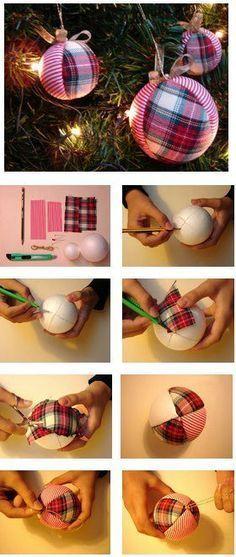 Vejam que simples essa ideia para confeccionar bolas de Natal para sua árvore! Use a criatividade e explore os tecidos! E mais: economize! Gostaram? Compartilhem!