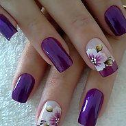 Женственный маникюр с цветами