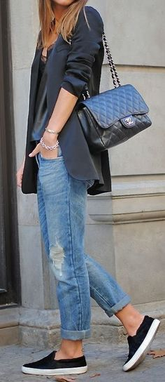 incredible casual outfit : blazer + top + boyfriend jeans + sneakers + bag