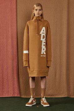 A street style brand that's perfectly contemporary and cool, Korean fashion label Ader Error delivers urban looks with clever and quirky details. Anti Fashion, Fashion Line, Sport Fashion, Fashion Details, Womens Fashion, Fashion Design, Fall Winter 2016, Sport Chic, Contemporary Fashion