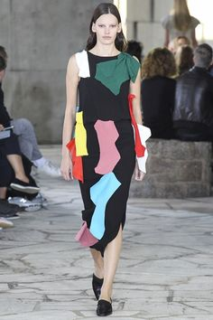 JW ANDERSON hosted his first catwalk show as creative director of Loewe this morning – unveiling the changes that he has long envisioned in the Spanish heritage house: brighter, lighter and more daytime was the promise.