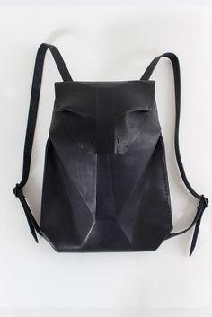 Omtura handmade leather backpack #omtura #selectmodeonline #leatherbag #backpack #black