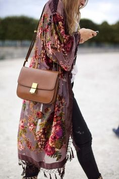 Team your long oversized boho kimono with high waisted skinny jeans and a brown leather shoulder satchel for that casual quirky look.