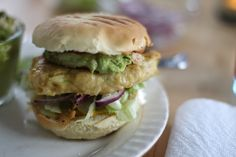Kyllingburger med guacamole