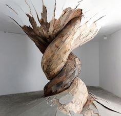 Amazing nature sculpture by Henrique Oliveira, Brazilian artist Land Art, Modern Art, Contemporary Art, Street Art, Instalation Art, Art Sculpture, Wooden Sculptures, Organic Sculpture, Modern Sculpture