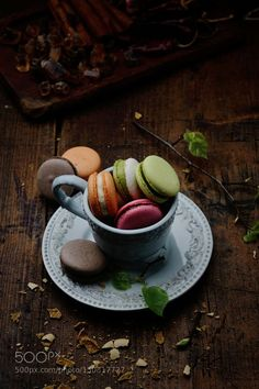 Pic: Macarons in a cup - Dessert(tart, cake) - Macaron Macarons, Dessert Cups, Dessert Buffet, Food Photography Styling, Food Styling, Birthday Party Desserts, Birthday Parties, French Macaroons, Jolie Photo