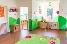 kindgerechte 100 m², die ausschließlich für diesen Zweck angemietet wurden. Mit großem Garten. Liebevolle Kinderbetreuung in Lübeck. Preschool Rooms, Daycare Rooms, Home Daycare, Nursery Furniture, Nursery Room, Kids Furniture, Classroom Walls, Classroom Decor, Kindergarten Design