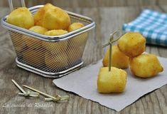 Portare in tavola i cubetti di ricotta fritta è sempre un successo, sfiziosi e saporiti sono ottimi sia come antipasto sia come finger food.