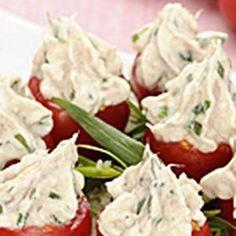 Tomates cerises farcies au chèvre frais, thon et fines herbes Tapenade, Foie Gras, Detox Recipes, Feta, Great Recipes, Potato Salad, Tapas, Catering, Brunch