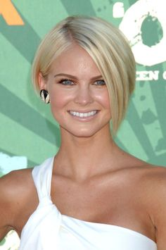 Kenzie Dalton rocks perhaps my favorite bob I have ever seen.. however this hairstyle is only for people who have strong jawlines