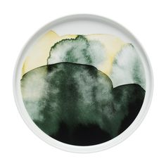 Bring the beauty of sunrays and rainfalls to your home with this Oiva plate from Marimekko (please note this item is for EU delivery only). Part of the Weather Diary Collection inspired by Finland'...