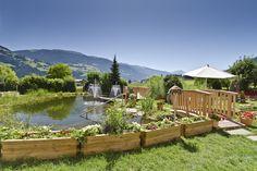 Tierischer Urlaub mit Hund im Zillertal Österreich Tirol Hotel-Garten (c) Gartenhotel Magdalena