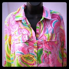 Lilly Pulitzer Floral Tunic  Perfect for spring into summer. Wear over s bathing suit, or with skinnies or leggings. Instantly puts you in the spring mood! 4 gold button closure. 100% cotton, perfect condition. Lilly Pulitzer Tops Tunics