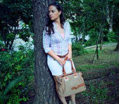 Sabe aquela Bolsa marrom super versátil que combina com vários estilos ?  Então... montamos um Look divino com ela para você !!!  Confira o Look completo no blog: http://blogcharmedalu.com.br/look-com-bolsa-basica-marrom-e-acessorios-de-lacinho/