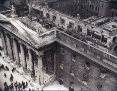 John Dorney lays out the need-to-know facts of the Easter Rising. See also our overview series. The Easter Rising was an insurrection, mostly in Dublin city, that lasted from April until Apri… Ireland 1916, Dublin Ireland, Old Pictures, Old Photos, Irish Independence, General Post Office, Easter Rising, Erin Go Bragh, Photography Exhibition