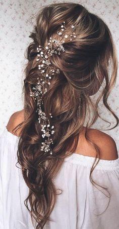 Красивая прическа на длинные волосы с украшением фото