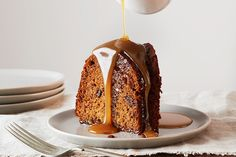 Sticky+Toffee+Cake+With+Decadent+Toffee+Sauce