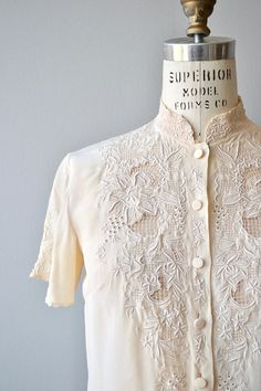 Vintage 1950s, early 1960s cream silk blouse with cutout and embroidered lace upper bodice and short sleeves. --- M E A S U R E M E N T S --- fits like: small/medium shoulder: 14.5 bust: 34-35 waist: up to 34 length: 24 brand/maker: Peony condition: excellent ➸ More tops & sweaters https://www.etsy.com/shop/DearGoldenVintage?section_id=5800171 ➸ Visit the shop http://www.DearGolden.etsy.com _____________________ ➸ instagram   deargolden ➸ t...