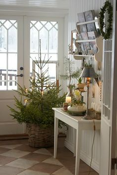 Cozy Canadian Cottage: Christmas in Sweden from Lantliv i Norregard. I love this entry. Cottage Christmas, Noel Christmas, Country Christmas, Winter Christmas, All Things Christmas, Christmas Crafts, Christmas Decorations, Holiday Decor, Simple Christmas
