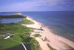 Top Summer Vacation Spots in Canada – Touring Prince Edward Island Beautiful Places To Travel, Beautiful Beaches, Cavendish Beach Pei, Summer Vacation Spots, Rivage, Atlantic Canada, Prince Edward Island, Island Beach, Canada Travel
