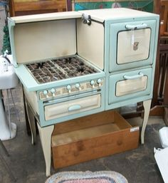 vintage stove-the first place I lived as an adult had one of these. The stove worked great but the oven?