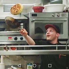 Unser Toni in voller #aktion #rösti #lecker #bärafallaischgl #sporthotelsilvrettaischgl ##spassbeiderarbeit #team #küche #ischgl Oven, Kitchen Appliances, Action, Diy Kitchen Appliances, Kitchen Stove, Home Appliances, Appliances, Kitchen Gadgets, Ovens