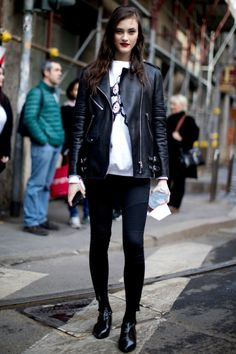 The Best of The Impression's Milan Fashion Week Models Off-Duty Street Style Fall 2017 - Day See the best street style of Milan Fashion Week Fall 2017 Uk Fashion, Fashion Outfits, Milan Fashion, Rocker Fashion, Model Street Style, Rocker Style, Models Off Duty, Autumn Street Style, Cool Street Fashion