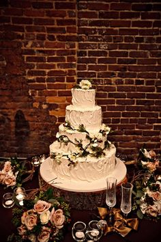 I don't like the pine needle looking things on the cake, but I do like the trunk slice base and the flowers around the cake