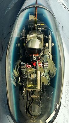Lockheed Martin C USAF. Rifornimento in volo (cockpit). Fighter Pilot, Fighter Aircraft, Fighter Jets, Military Jets, Military Aircraft, F 16 Cockpit, Photo Avion, F 16 Falcon, Jets