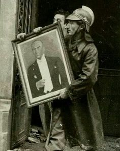 Fireman retrieving a picture of the great Turkish leader Mustafa Kemal Ataturk from a fire 1953 Empire Wallpaper, Turkey History, Turkish Army, History Quotes, Orient Express, Great Leaders, World War I, American Horror, Historical Photos