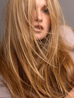 """FLATTERING LAYERS Blended, """"invisible"""" layers are best for long, medium-to-thick hair. Chunkier layers give fine hair the appearance of fullness. For a glossy finish, smooth on a lightweight shine serum after blow-drying."""