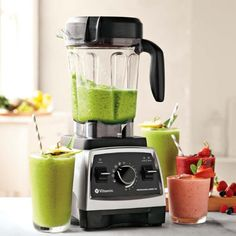 [Lean Meals] Shake Up Your Diet With 30 Superfood Protein Smoothie Recipes Under 300 Calories — Lean It UP Fitness Best Smoothie Blender, Smoothie Mixer, Vitamix Blender, Protein Smoothie Recipes, Good Smoothies, Green Smoothies, Vitamix Juicer, Smoothie Machine, Vitamix 5200