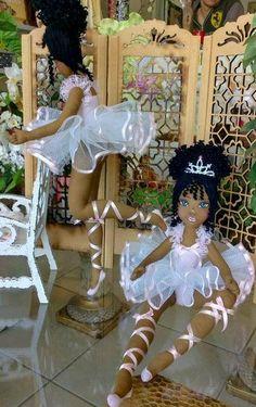 Bonecas de pano.       Bailarina negra.                   Soraia Flores.
