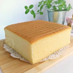 Miki's Food Archives : Basic Moist Sponge Cake aka Ogura Cake 原味相思蛋糕 --> use only the oven temperature and time, successSteam bake in a preheated oven for 80 minutes. When it's done, remove the cake tin from oven. Invert the cake, peel off the Chinese Sponge Cake Recipe, Sponge Cake Recipe Best, Sponge Cake Recipes, Easy Cake Recipes, Baking Recipes, Dessert Recipes, Light And Fluffy Sponge Cake Recipe, Steamed Sponge Cake Recipe, Vanilla Sponge Cake