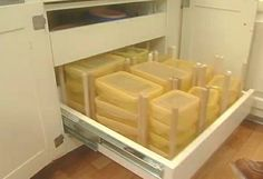 how to organize food storage containers in a drawer