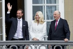 Support: Norway's Crown Prince Haakon, Crown Princess Mette-Marit and King Harald on the balcony of the Amalienborg Palace to celebrate the 75th birthday of their cousin, Queen Margrethe of Denmark