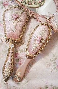 Simple and Impressive Ideas Can Change Your Life: Vintage Home Decor Victorian Curtains vintage home decor shabby inspiration.Vintage Home Decor Interiors Shabby Chic vintage home decor signs.Modern Vintage Home Decor Wall Colours. Shabby Chic Bedrooms, Shabby Chic Homes, Shabby Chic Furniture, Vintage Shabby Chic, Vintage Pink, Pink Vintage Bedroom, Pink Furniture, Shabby Chic Flowers, Shabby Chic Fabric