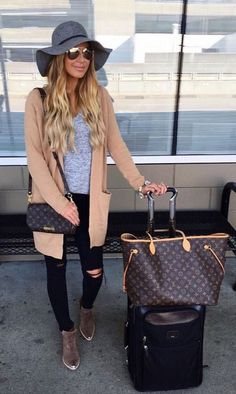 768e50abfa0 25 best airport style winter outfits to copy to your next flight