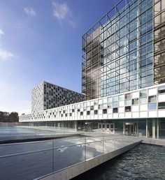 Five years after Schmidt Hammer Lassen (SHL) beat 170 other applications to win a global design competition in 2010, the International Criminal Court (ICC) is set to move into their newly completed permanent premises in The Hague. The Danish firm's des...