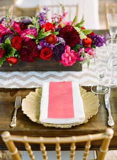 SHANNON LEAHY EVENTS: Anar and Neal - An Indian Wedding in Sonoma #brightweddingcolors #indianwedding #tablesetting