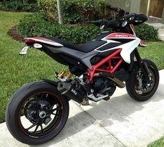 Ducati 821, Moto Ducati, Ktm Motorcycles, Custom Motorcycles, Cafe Racer Moto, Ducati Hypermotard, Motorcycle Outfit, Lady Biker, Super Bikes