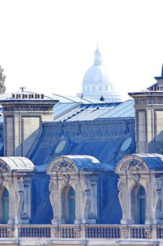 Paris, les toits du Louvre 6 avec le Panthéon à larrière-plan