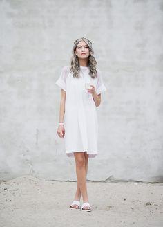Was trägt man eigentlich auf einer Cocktailparty? Wie wäre es mit dem All White-Look von Ebba?