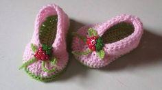Sapatinho confeccionado em fio próprio para bebê em crochê. Detalhes> botão de moranguinho cores> rosa e verde tamanhos - 0 a3 / 3 a 6 / 6 a 9 meses ( PARA OUTROS TAMANHOS CONSULTE) frete por conta do comprador.