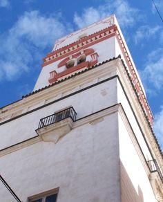 Torre Tavira. Esta torre fue designada torre vigía oficial del puerto de Cádiz, ya que está a 45 metros sobre el nivel del mar.  Pulse en la fotografía para ver #casas_en_Cádiz Andalucía, Spain.